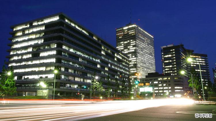 직장여성의 육아와 일의 양립02 일본의 공무원 관료사회 30대 엘리트 여성의 일과 육아