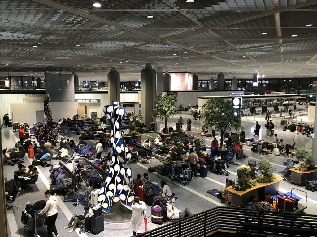 나리타공항 폐쇄 1024x768 도쿄 4년만의 폭설로 교통마비! 나리타공항 폐쇄