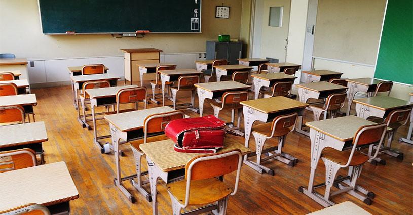 초등학교 교실 도쿄의 공립 초중학교 30년 후에는 절반으로 감소