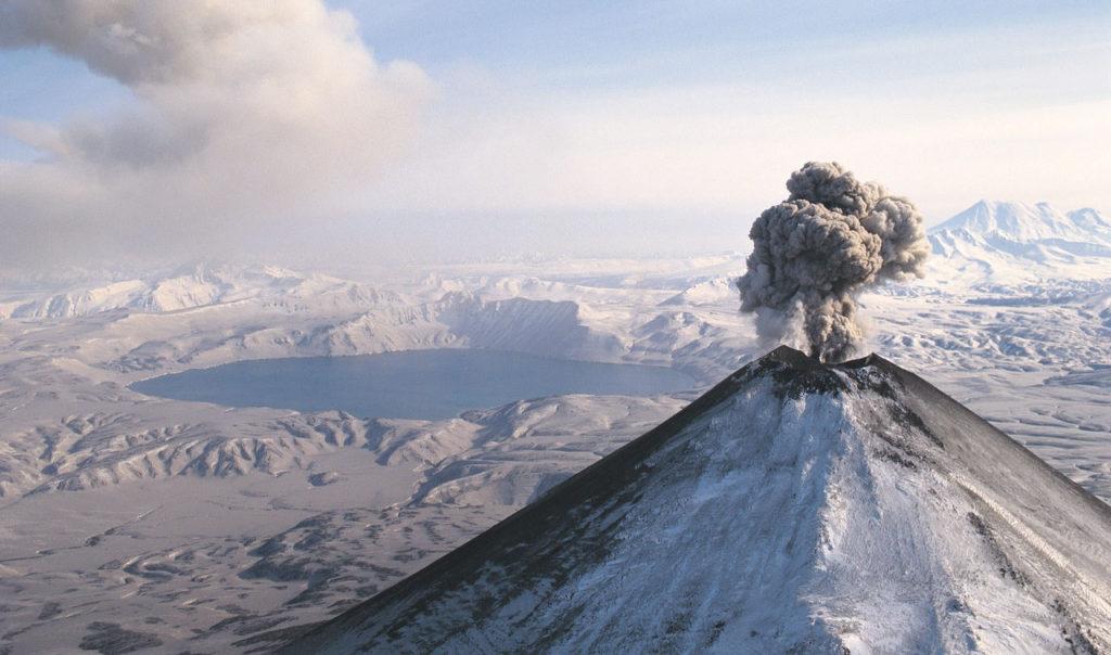 화산폭발 1024x604 일본 기상청 12월 지진활동 및 활화산 상황 발표