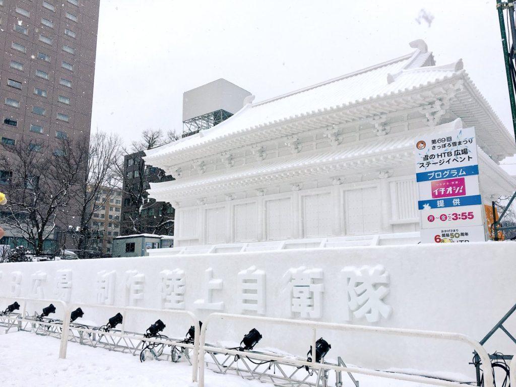 sapporo snow1 1024x768 홋카이도 삿포로 눈축제에 등장한 자위대의 눈 조각상