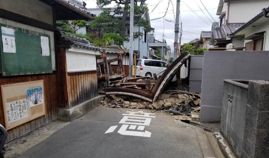 Osaka Earthquake 1024x602 일본지진속보! 오사카 진도6의 대지진으로 4명 사망