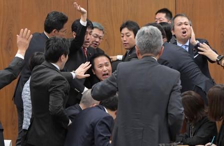 일본 외노자 확대법안 일본 외국인노동자 확대 법안 둘러싸고 여야 강경대치