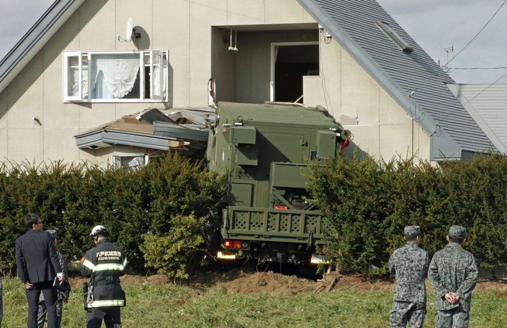 자위대 교통사고 1024x663 일본 자위대 트럭 훈련 복귀중 주택으로 돌진사고