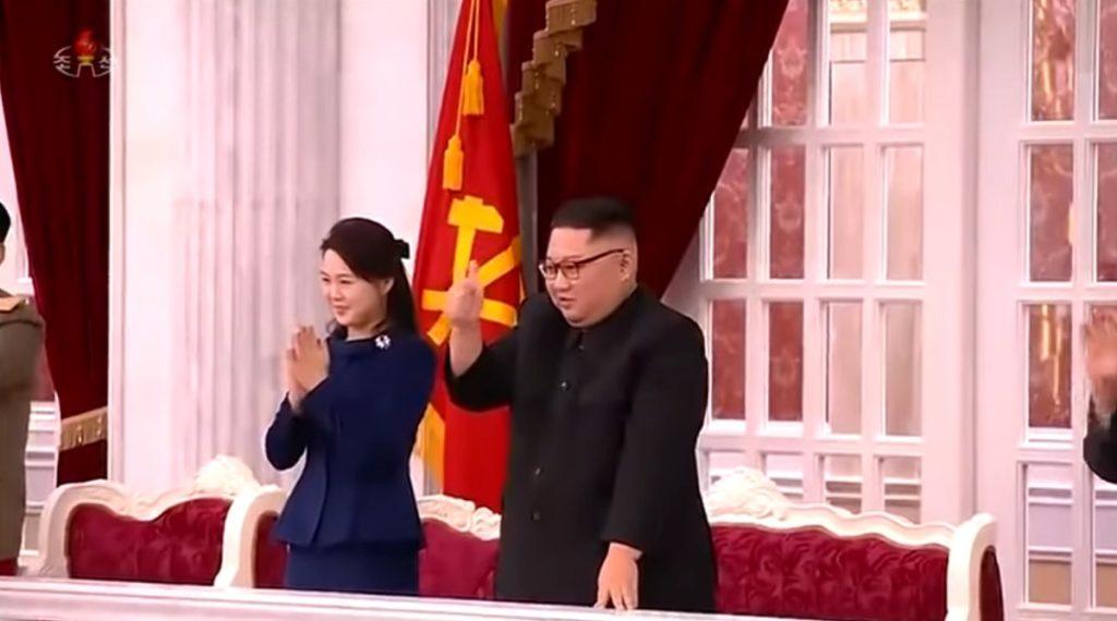김정은 엄지척 1024x570 김정은, 리설주 북한 건군절 71주년 기념공연 '우리의 국기' 엄지척