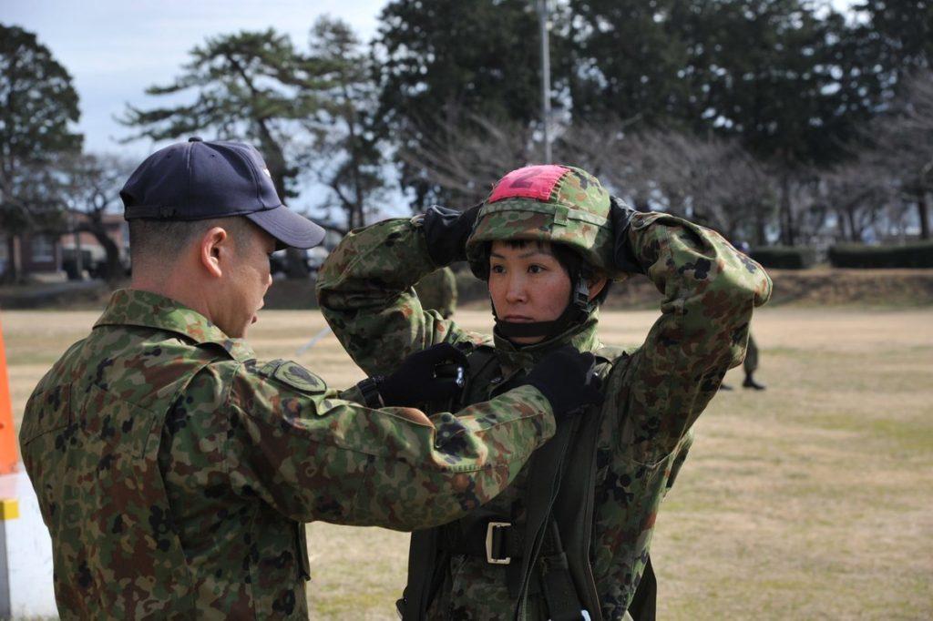 일본 공수부대 여성대원 1024x682 일본 육상자위대 공수부대 제1공정단 첫 여성대원 탄생